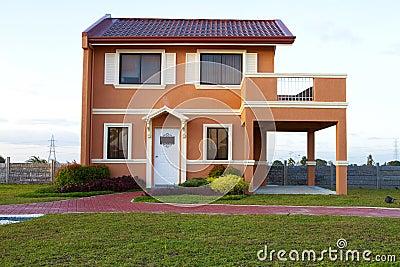 Sålt orange hus för singelfamiljguling