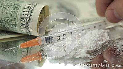 Sluit omhoog Geld, Drugs, Heroïne, dollars, spuit stock video