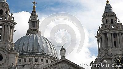 Sluit omhoog van de koepel van st Paul Kathedraal, Londen stock video