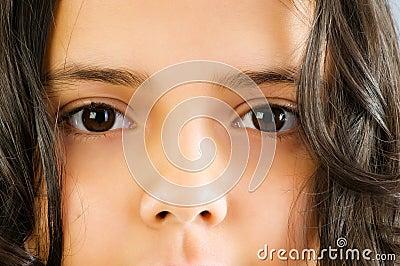 Sluit omhoog van mooi meisjesgezicht