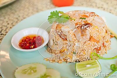 Smażący ryż z garnelą