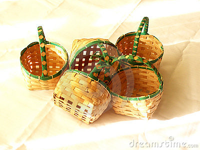 Small baskets on table cloth