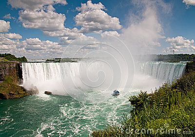 Small Boat (Maid of the Mist) below the Niagara Falls