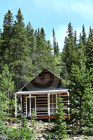 Free Small Cabin In The Woods Royalty Free Stock Photos - 14984498