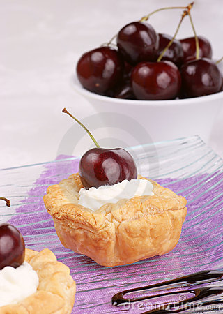 Small cherry tarts