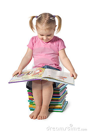 Free Small Child Reading A Book Royalty Free Stock Photography - 17985557