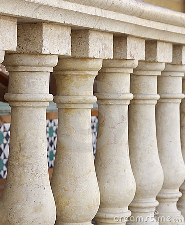 Small columns design along verandah at shallow DOF