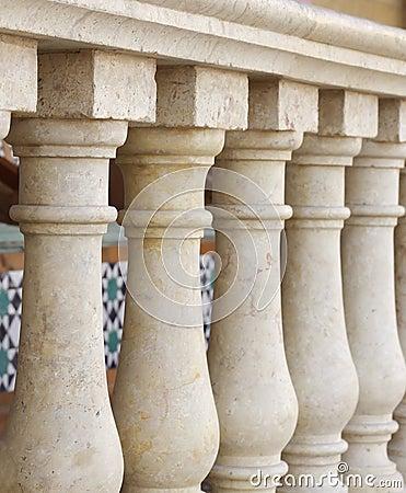 Small columns design along verandah at shallow DOF
