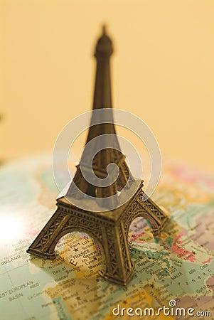 Small Eiffel tower 01