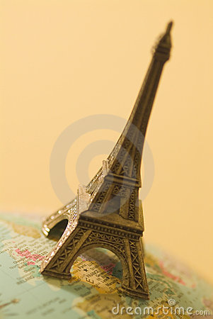 Small Eiffel tower 03