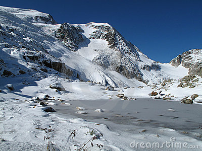 Small frozen lake on the way to Tierberglihütte
