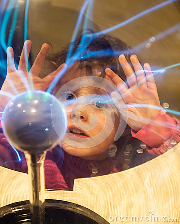 Free Small Girl Looking Into A Plasma Ball Stock Photography - 31861302