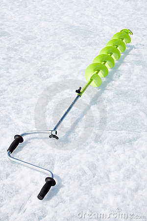 Small hand operated ice auger