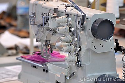 Small multifunctional sewing machine