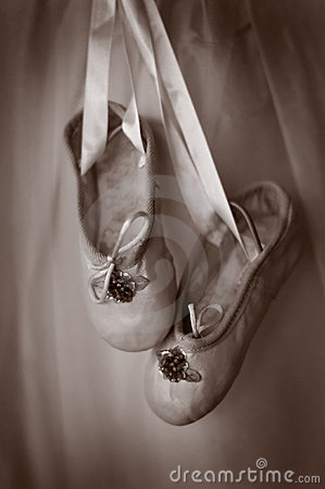 Free Small Pair Of Ballet Slippers Royalty Free Stock Photography - 6109127