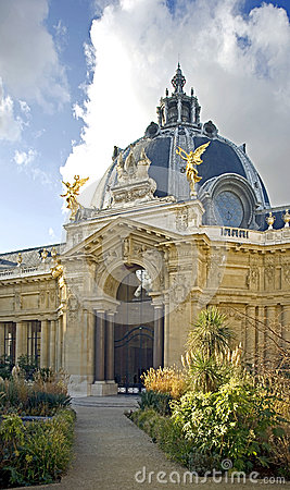 Small palace (Petit palais) in Paris 1