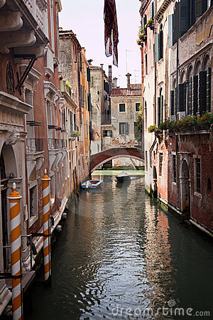 Free Small Side Canal Yellow Poles Bridge Venice Italy Stock Images - 12894894
