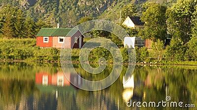 Small summer cabin mirroring