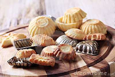 Small tart shells and baking pans