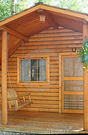 Free Small Wood Cabin Royalty Free Stock Photos - 5752398