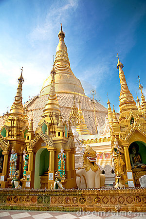Free Smaller Pagodas Encircling Main Shwedagon, Myanmar Royalty Free Stock Photos - 13980048