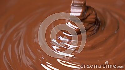 Smelt donkerchocoladedebiet stock videobeelden