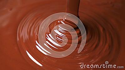 Smelt donkerchocoladedebiet stock video
