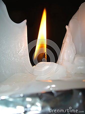 Smeltende kaarswas en vlam