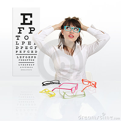 Free Smile Female Face Chooses Spectacles On Eyesight Test Chart Stock Photo - 94663430