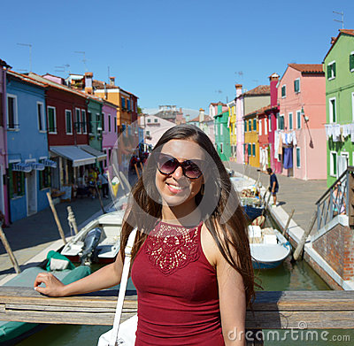 Free Smiling Girl Tourist With Sunglasses, In A Sunny Day In Burano Island, Venice. Beautiful Woman Model Traveling In Venice, Italy Stock Photography - 96560752