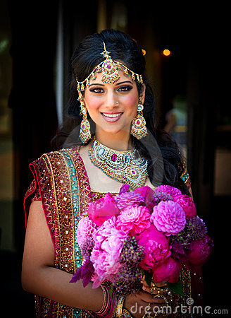 Free Smiling Indian Bride With Bouquet Royalty Free Stock Photos - 21559268