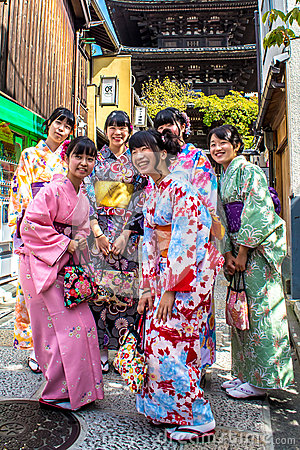Free Smiling Japanese Girls Wearing Traditional Kimono Royalty Free Stock Photography - 79388017