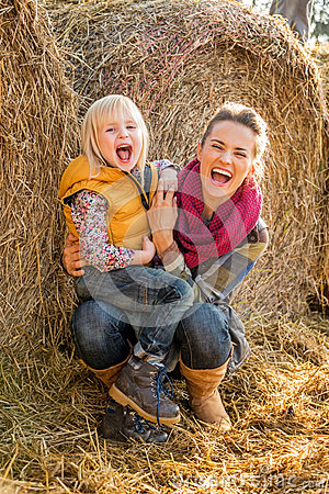 Free Smiling Mother And Child Near Haystack Stock Images - 46335564