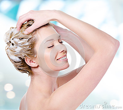 Free Smiling Woman Soaping Her Hair Stock Images - 33262554