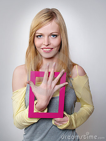Smiling young woman shows five fingers of a hand