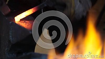 Smith σφυρηλατεί ένα πέταλο απόθεμα βίντεο