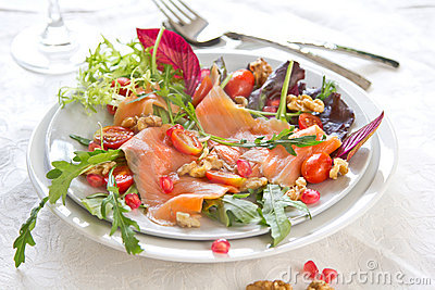 Smoked salmon with pomegranate salad