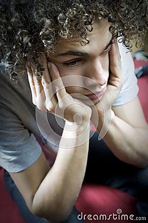 Smutny nastolatek