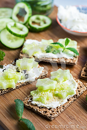 Free Snack From Wholegrain Rye Crispbread Crackers And Cucumber Stock Photography - 94941682