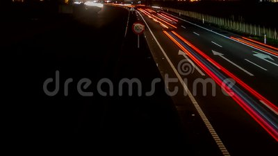 Snelle autolichten in de weg, lijn-klaar tijdtijdspanne stock video
