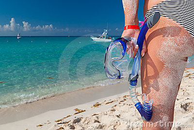 Snorkeling kvinna för bikinimaskering