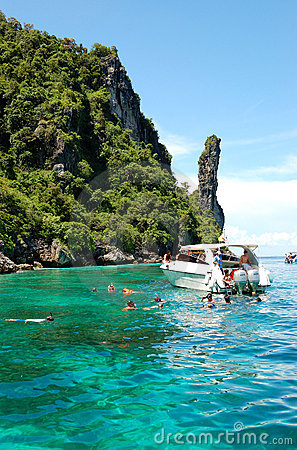 Snorkeling tourists on turquoise water of Maya Bay Editorial Photography