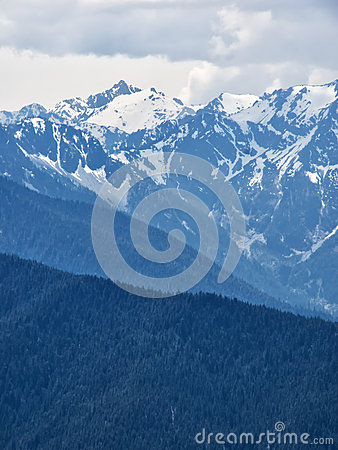 Free Snow Capped Mountain Peaks Royalty Free Stock Photography - 57709897