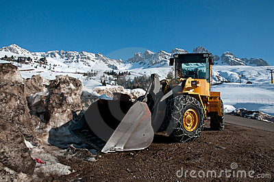 Snow cleaner with bulldozer