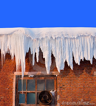 Free Snow Cover On Roof Royalty Free Stock Photos - 1330438