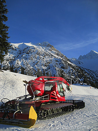 Snow grooming equipment