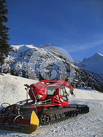 Snow grooming equipment