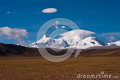 Snow mountain with umbrella cloud