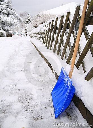 Free Snow Shovel Royalty Free Stock Images - 12776299