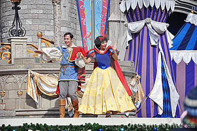 Snow White and Prince in Disney World Editorial Photography